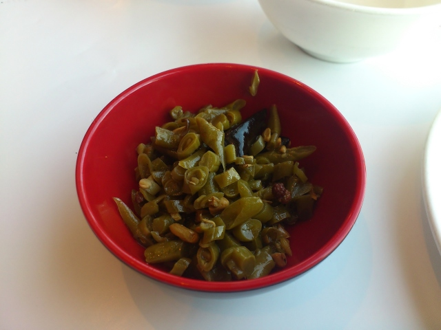 Spicy and sour pickled snake beans